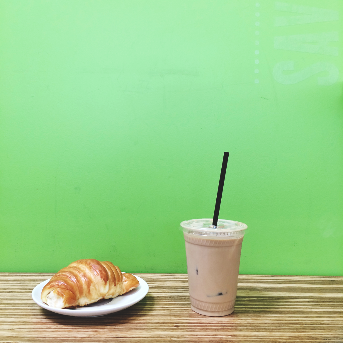 portoloa coffee lab, costa mesa, ca | coffee and croissant